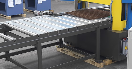 Rulliera motorizzata per taglia pannelli e grigliati / Powered roller track for grating and foam panels cutting